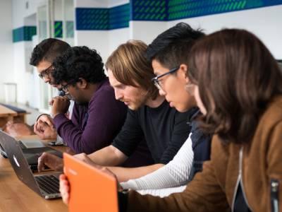 اشراك الطلاب لتغيير اجتماعي اشمل لاتيتيودز (Latitudes) و التكنولوجيا لاجل الخير (TechforGood)